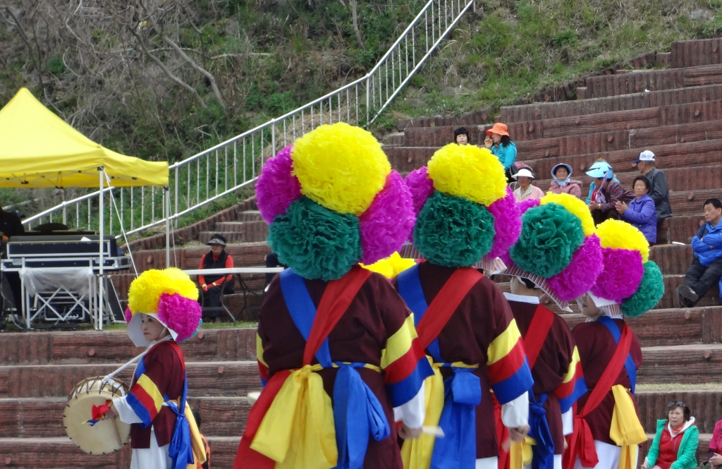 A Korean festival is not complete without colorful hats.