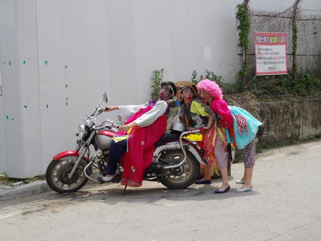 Mimes on a bike.